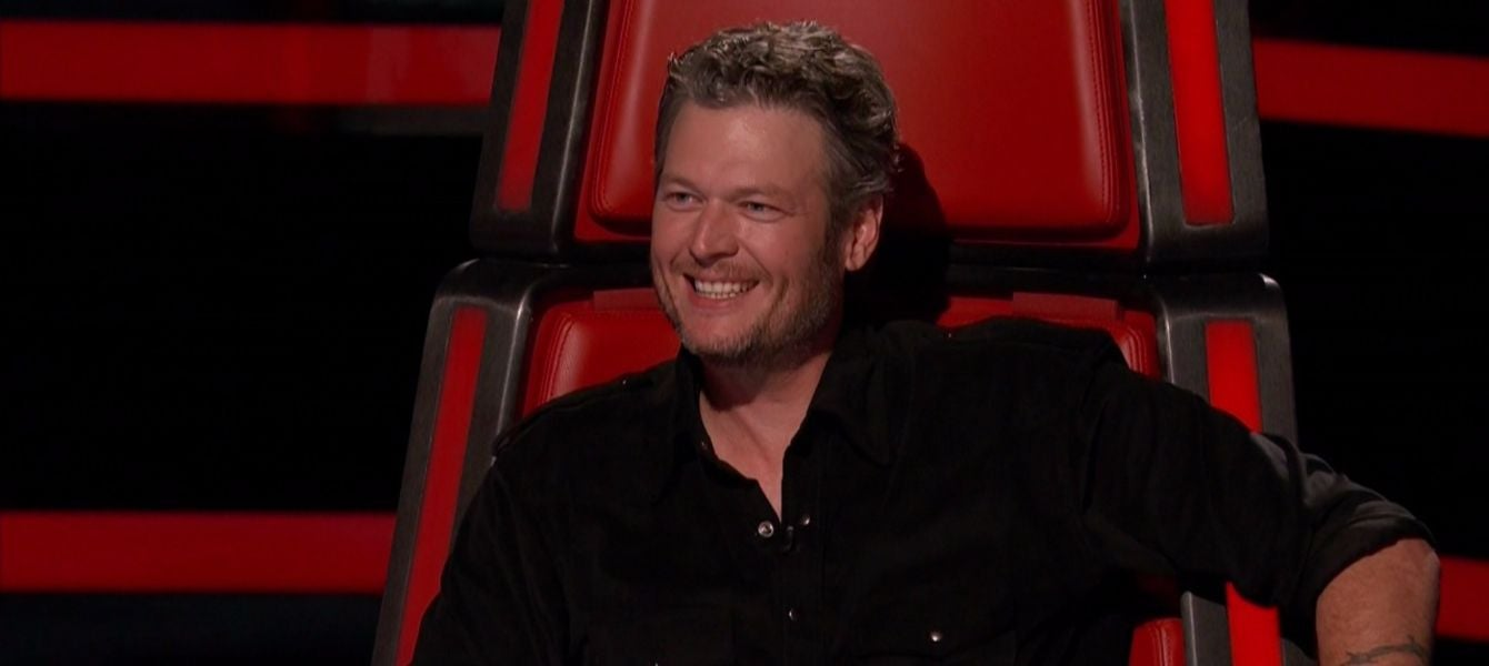 blake-shelton-gwen-stefani-awkwardly-avoid-flirting-in-new-the-voice-clip.jpeg